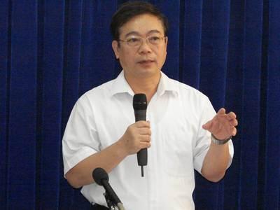 Ông Vũ Văn Diện - Nguyên phó Tổng cục trưởng Tổng cục Tiêu chuẩn Đo lường Chất lượng hướng dẫn học viên trong khóa học