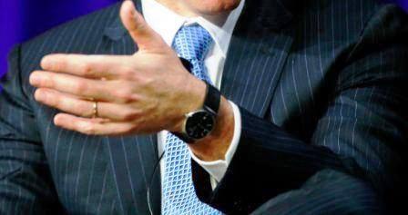Bill Ackman đang sở hữu một chiếc đồng hồ với dây đeo màu đen và mặt đồng hồ màu tối. Đó là một chiếc đồng hồ rất sang trọng nhưng không quá hào nhoáng. Các chuyên gia hiện vẫn chưa định được giá của chiếc đồng hồ này.