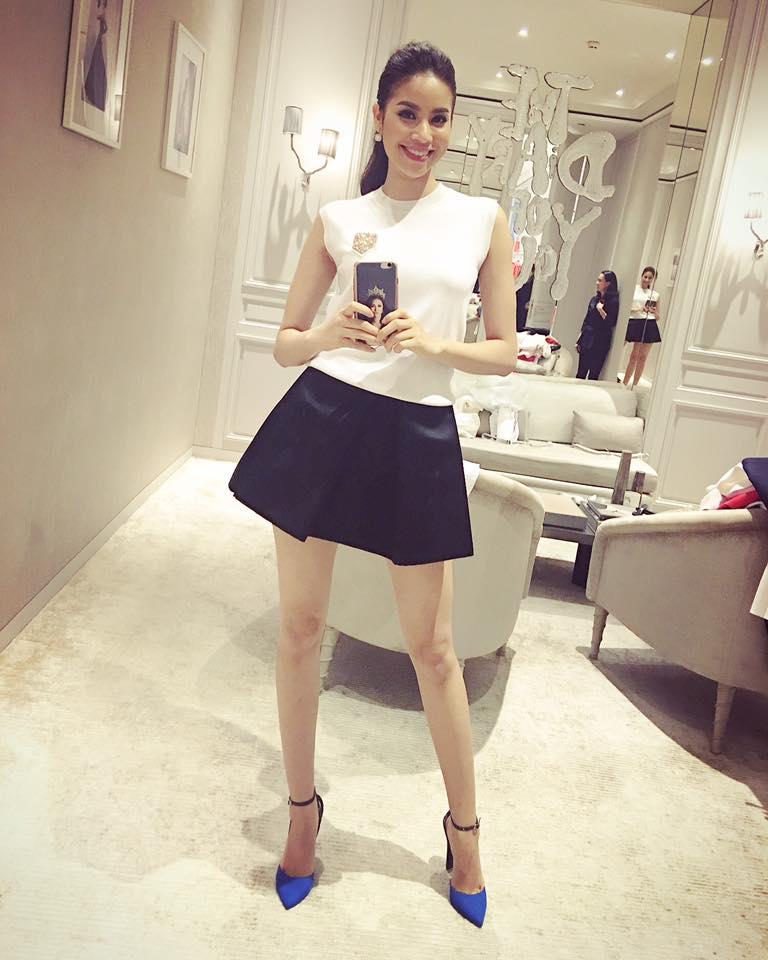 Vẻ đẹp hiện đại trẻ trung của HH Phạm Hương