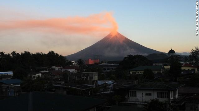 Mayon (Philippines), Mayon ở Philippines được biết đến với đỉnh núi hình nón hoàn hảo của nó. Ở bất kỳ góc độ nào, nó cũng tạo nên một bức tranh tuyệt đẹp