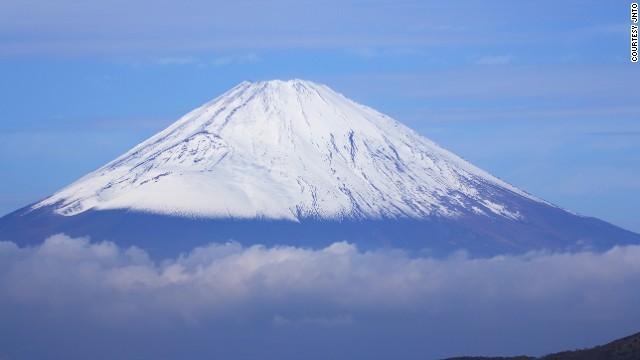 Fuji (Japan), Cách tốt nhất là bạn có thể bắt đầu đi leo núi vào ban đêm để lên đến đỉnh vào sáng hôm sau. Bạn sẽ có tấm ảnh hoàn hảo cảnh mặt trời mọc trên đỉnh của Fuji.