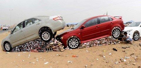 Thú vui mới của giới đại gia Ả Rập đó là biến những xế hộp thành bờ tường