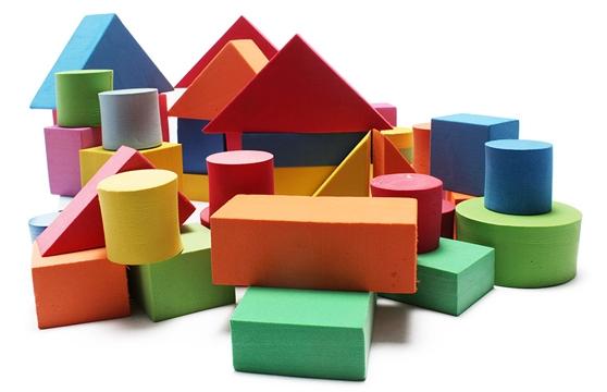 Quà 1/6 là đồ chơi hình khối sẽ kích thích trí sáng tạo của bé