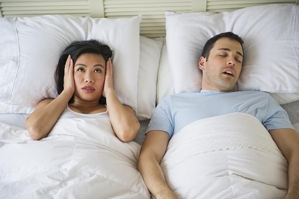 Thói quen xấu có hại cho sức khỏe đó là việc thường xuyên ngủ ngáy