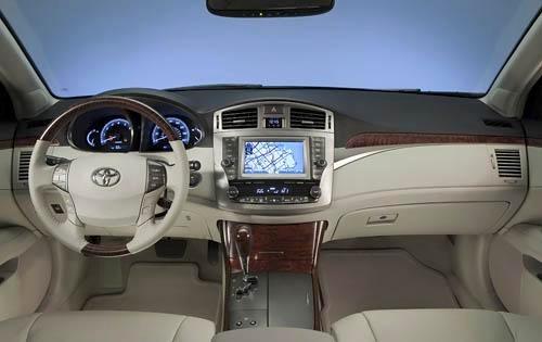 Nội thất bên trong của Toyota Avalon Sedan 2011