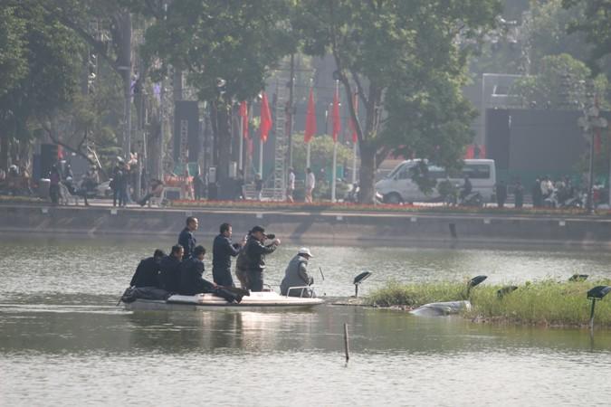 Cụ Rùa hồ Gươm nổi lên chào năm mới