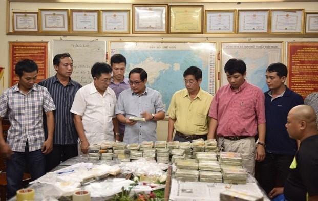 Phó Thủ tướng Nguyễn Xuân Phúc khen thưởng các đơn vị triệt xóa vụ 490 bánh heroin