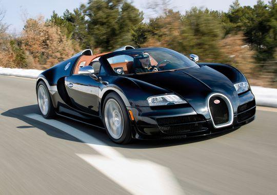 Bugatti Veyron 16.4 Grand Sport Vitesse là một trong số những siêu xe hiếm hoi và đặc biệt nhất với số lượng sản xuất giới hạn