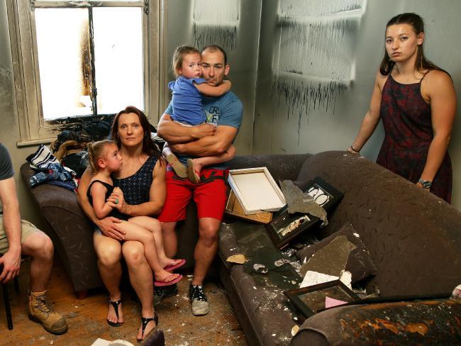 Ngôi nhà tan hoang của Joel và Angela Hudson sau vụ cháy