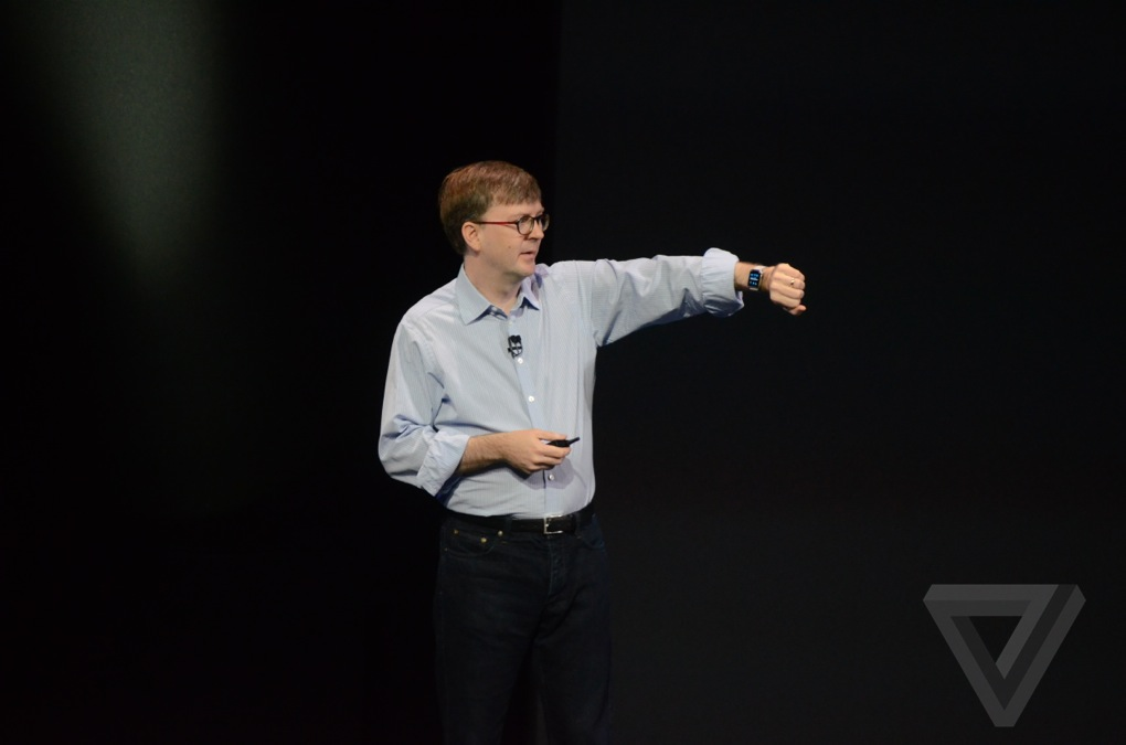 Bộ đôi iPhone 6, iPhone 6 Plus mới không phải là trọng tâm chính duy nhất tại sự kiện lần này của Apple, mà Apple chính thức trình làng chiếc đồng hồ thông minh đầu tiên của hãng, với tên gọi Apple Watch, thay vì tên gọi iWatch như được đồn đại lâu nay.