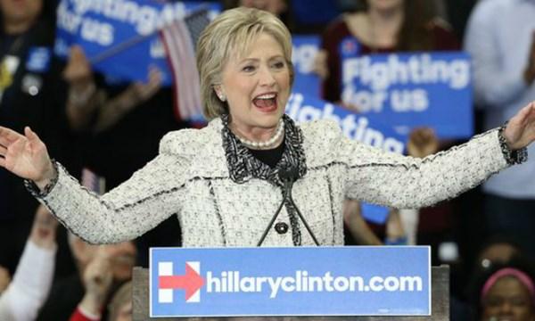 Ông Bernie Sanders thách thức bà Clinton trong cuộc chạy đua vào nhà Trắng