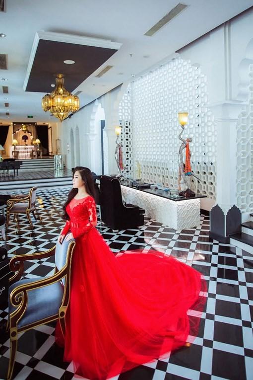Ca sĩ Hương Tràm mặc váy cưới tuyệt đẹp như để 'vực lại' hình ảnh của mình