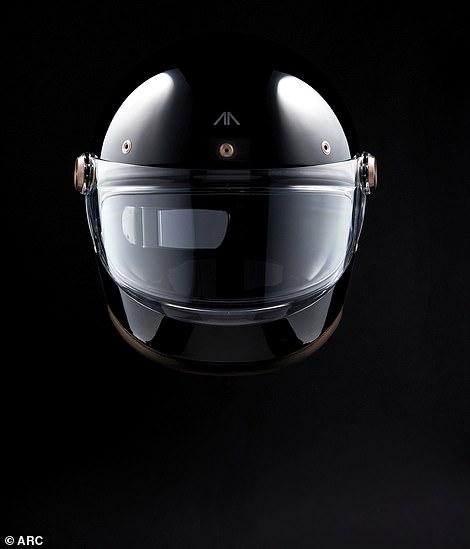 Chiếc mũ bảo hiểm trêm xe có thể giúp kết nối kỹ thuật với người lái