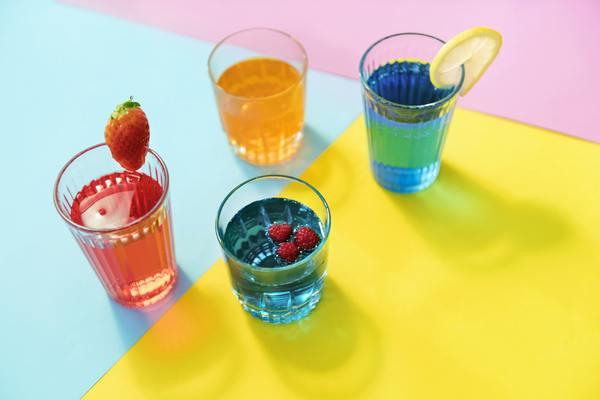 Nước tăng lực có thể gây ung thư nên tránh tuyệt đối. Ảnh: hhdresearch