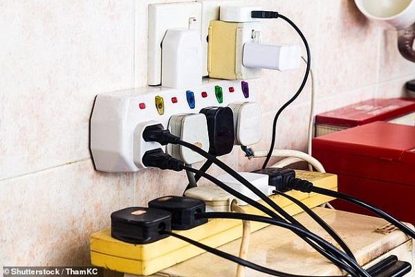 Cẩn trọng với sự quá tải của ổ cắm điện và thiết bị sạc trong thời gian làm việc ở nhà
