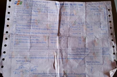 Hóa đơn kiêm phiếu bảo hành sản phẩm mà chị Trang đã mua ở FPT shop