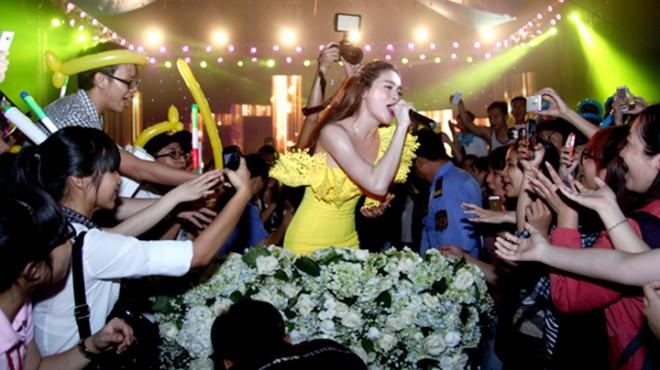 Là một trong những ngôi sao hạng A của làng giải trí Việt, 'Nữ hoàng giải trí' đã tổ chức những liveshow khủng nhất