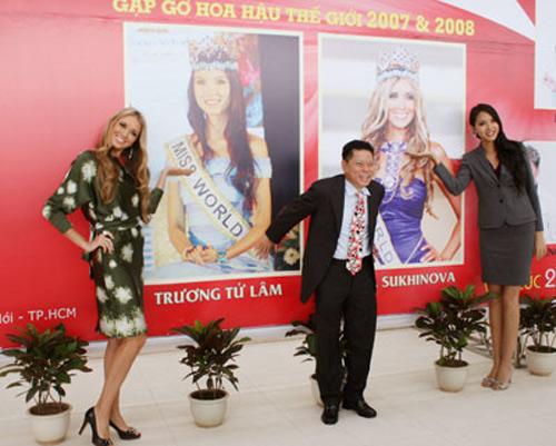 Ông Hoàng Kiều bên cạnh Hoa hậu Thế giới