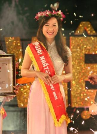 nữ sinh Lương Thị Thu Hà khi giành giải nhất
