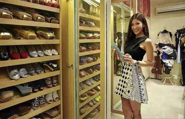 Ngoài túi xách, Jamie Chua còn sở hữu nhiều phụ kiện hàng hiệu đắt tiền như vòng đeo tay Chrome Hearts, Cartier hay những đôi giày đắt tiền của Christian Louboutin và Charlotte Olympia.