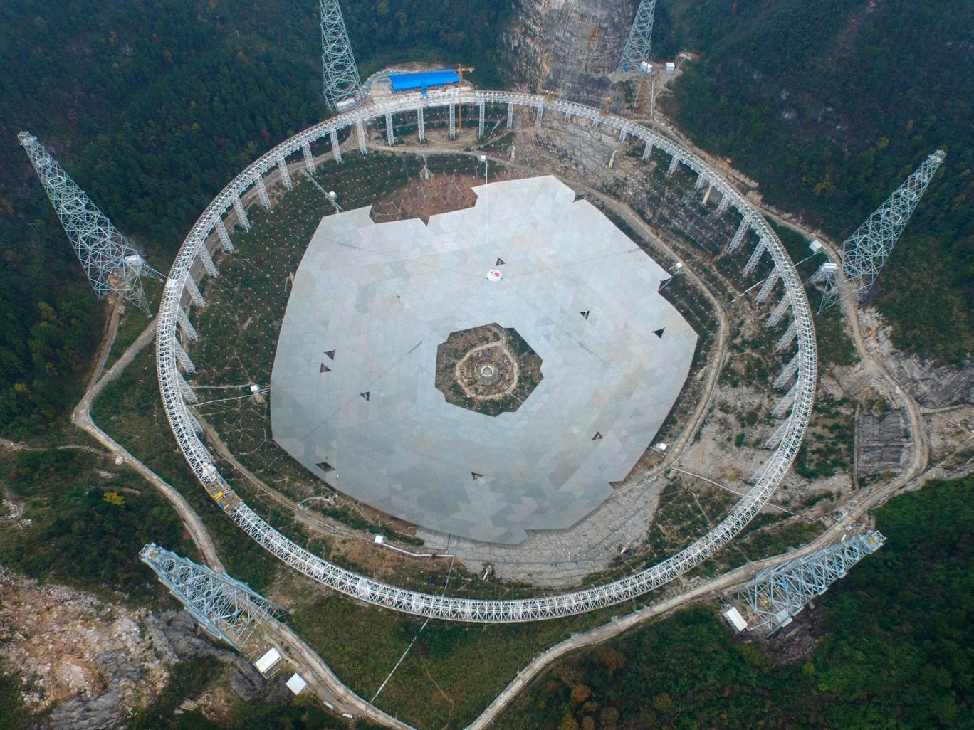 Kính thiên văn lớn nhất thế giới được xây dựng tại tỉnh Quý Châu, Trung Quốc
