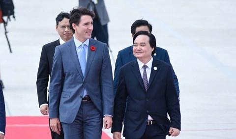 Những hình ảnh đầu tiên của Thủ tướng Canada Justin Trudeau đến Đà Nẵng dự APEC 2017