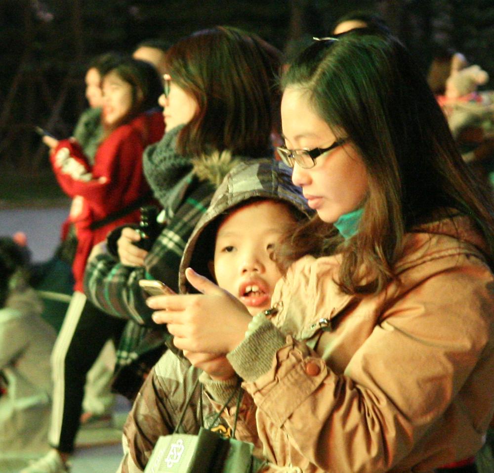 Giới trẻ Hà Thành thích thú đón Giáng sinh sớm
