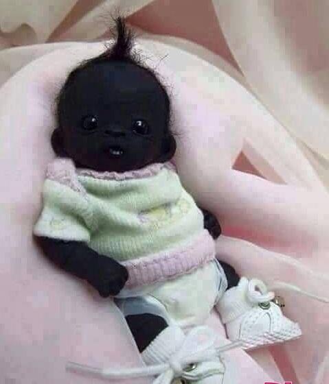 Em bé đen nhất thế giới