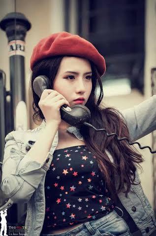 """Nguyễn Lê Minh Trúc sống ở Cần Thơ. Cô nổi danh trong cộng đồng mạng bởi thân hình cân đối và gương mặt lạnh lùng xinh đẹp. Với làn da trắng cùng những đường nét nhỏ nhắn trên khuôn mặt, ít ai có thể biết được cô gái với biệt danh """"nữ sinh cấp 3"""" này đã 22 tuổi."""