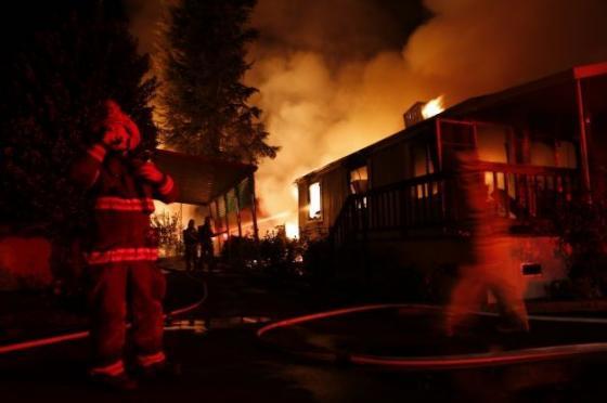 Một vụ hỏa hoạn xảy ra sau trận động đất tại Mỹ
