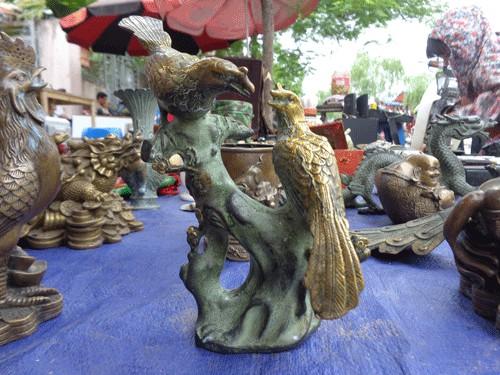 Những bức tượng cổ giá bèo