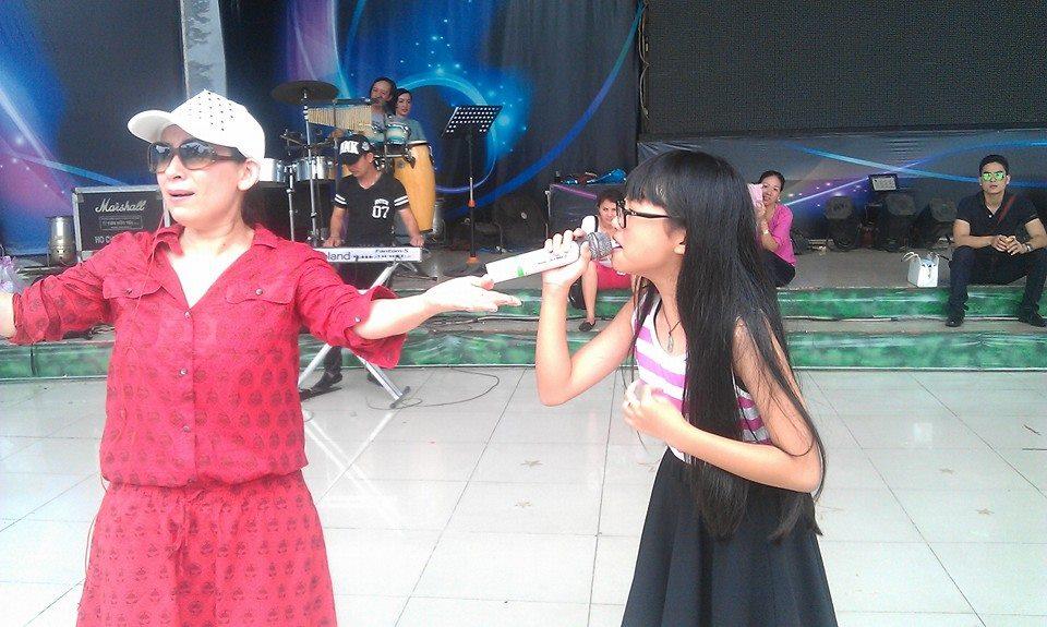 Ca sĩ Phi Nhung tỏ ra vô cùng hào hứng trong buổi luyện tập