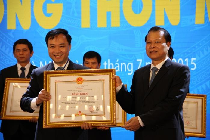 Phó thủ tướng Vũ Văn Ninh trao bằng khen cho công ty FrielslandCampina Việt Nam