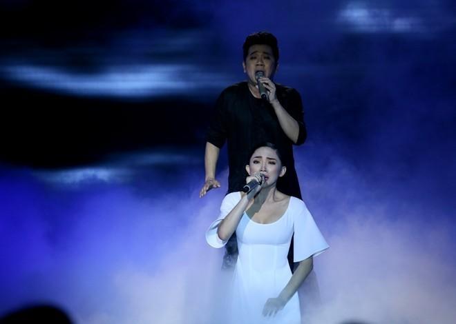 'Gà cưng' Tóc Tiên, Sơn Tùng M-TP bị đem ra mổ xẻ