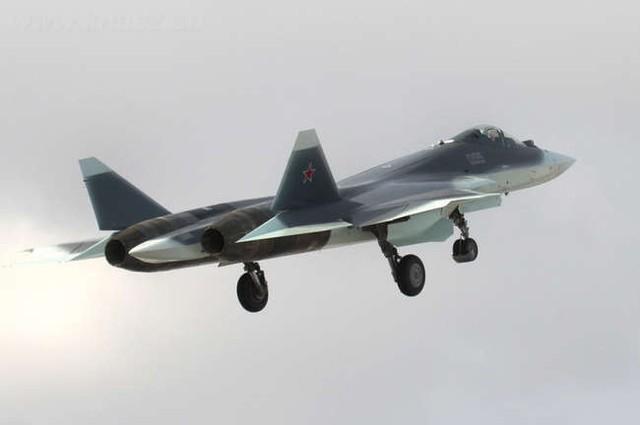 Nguyên mẫu T-50 bay thử nghiệm