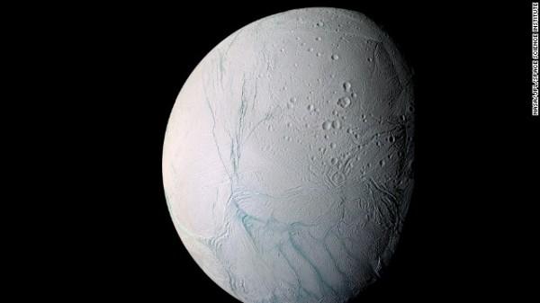 Tin khoa học phát hiện hồ nước nóng có trên hành tinh băng giá của Sao Thổ