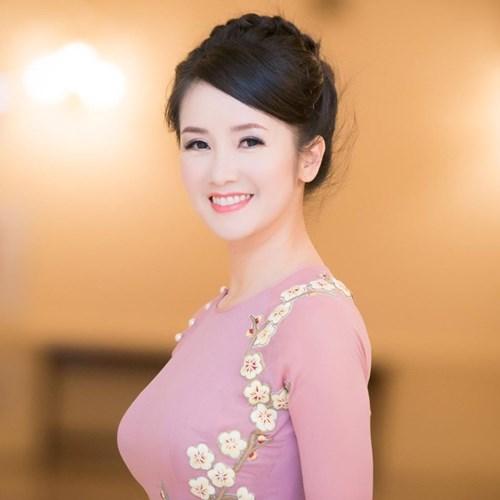 Vẻ đẹp trẻ trung, thanh lịch của Hồng Nhung