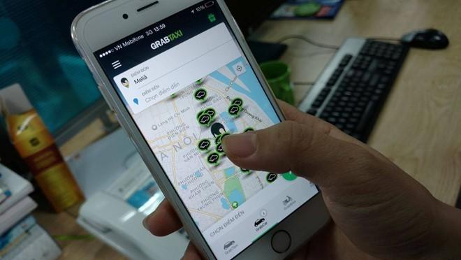 Hiện, Grab là doanh nghiệp duy nhất được cấp phép triển khai thí điểm đề án ứng dụng công nghệ vào quản lý và kết nối vận tải theo hợp đồng điện tử tại Việt Nam. Hai sản phẩm dịch vụ của Grab được triển khai thí điểm là Grabcar (taxi giá rẻ) và Grabtaxi
