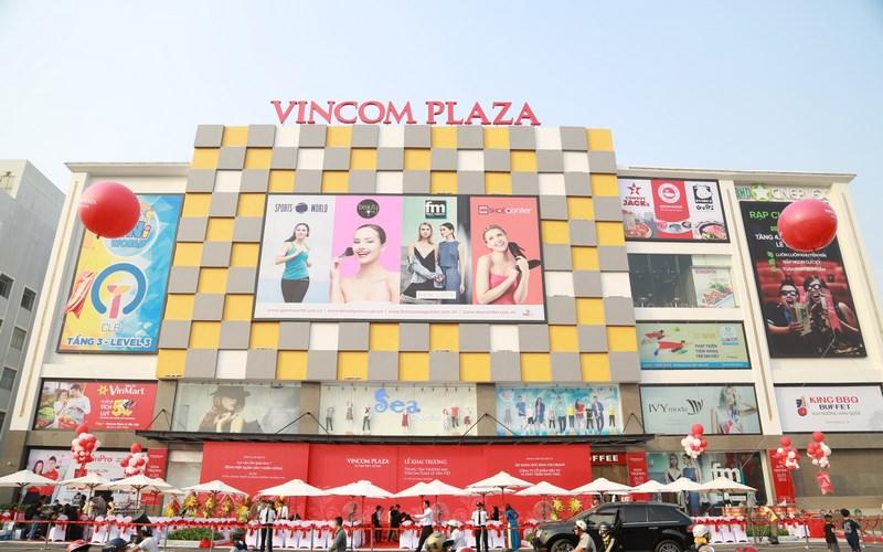 Tại TP HCM, Vincom Plaza Lê Văn Việt cũng chính thức đi vào hoạt động