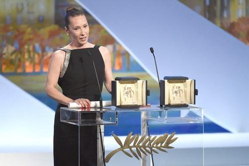 Nữ đạo diễn - diễn viên tài năng Emmanuelle Bercot phát biểu sau khi nhận giải