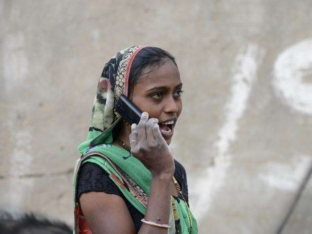 ngôi làng ở bang Gujarat của Ấn Độ đã ra lệnh cấm phụ nữ chưa kết hôn sử dụng điện thoại