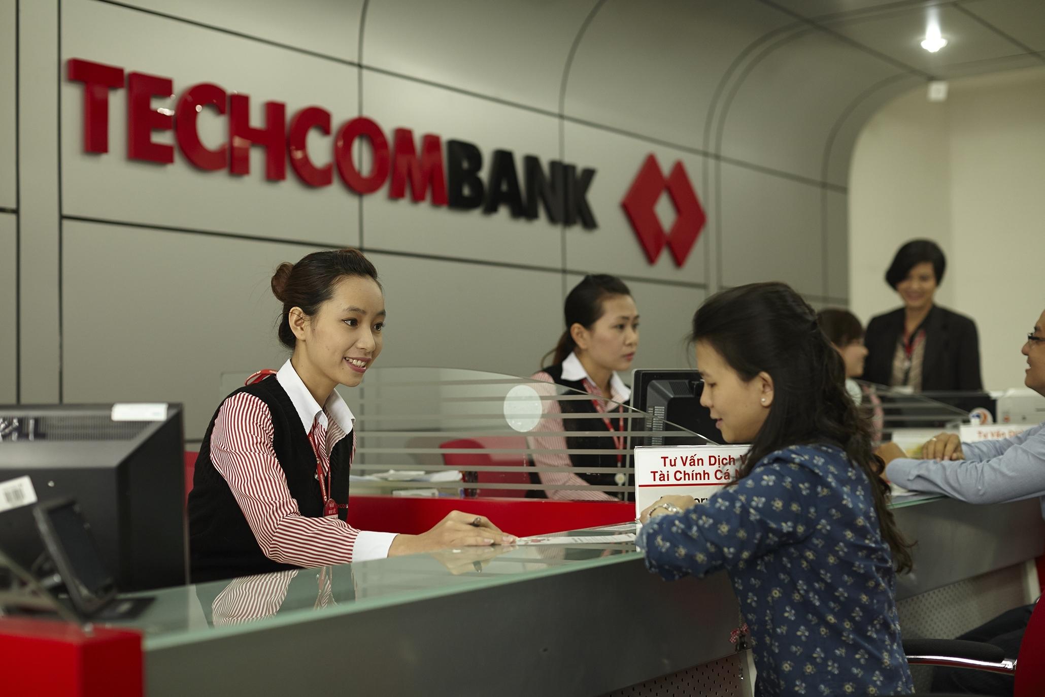 Năm 2000, bà Nga trở thành cổ đông của Ngân hàng thương mại cổ phần Kỹ thương Việt Nam (Techcombank) và hai năm sau được bầu giữ̃ chức vụ phó chủ tịch ngân hàng này. Năm 2005, bà thay thế ông Lê Kiên Thành, trở thành Chủ tịch trong khoảng thời gian trống giữa hai nhiệm kỳ.