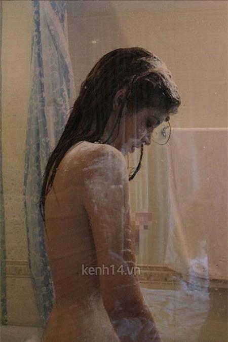 Andrea cũng từng gây sốc dư luận khi lộ những bức ảnh đang tắm...