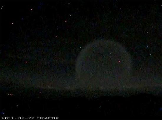 Một quả cầu ánh sáng bí ẩn xuất hiện trong đêm tại Hawaii (Mỹ)