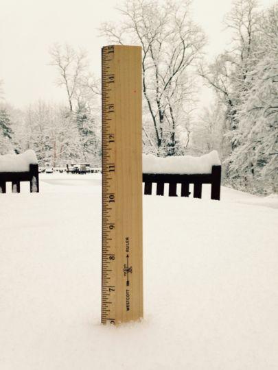 Một lớp tuyết  dày bao phủ một tầng ở New Canaan, Connecticut. Vào thứ Bảy 24 tháng1, năm 2015.