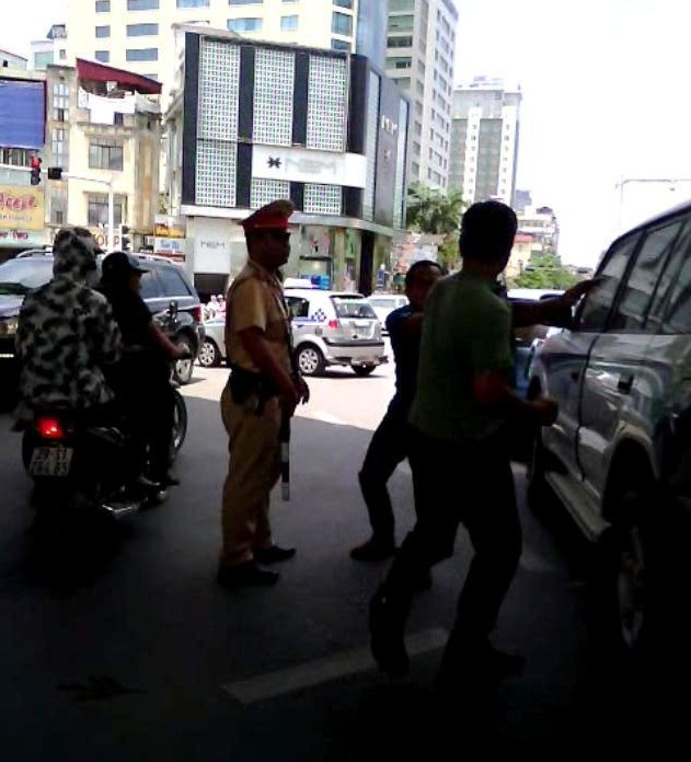 lái xe của vtv đánh nhau giữa phố