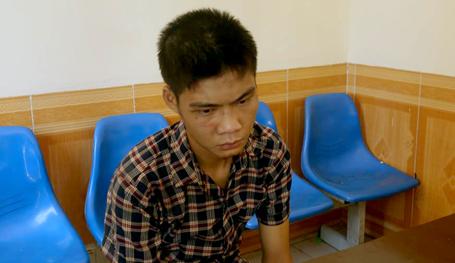 Trước đó, một ông bố trẻ khác cũng mang dao vào bệnh viện Phụ sản Hà Nội cướp giật vì thiếu tiền mua sữa cho con