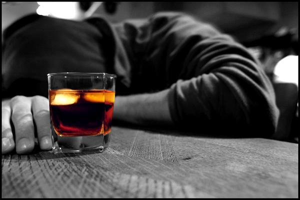 Rất khó để nhận biết dấu hiệu say rượu và dấu hiệu ngộ độc rượu có chứa Methanol