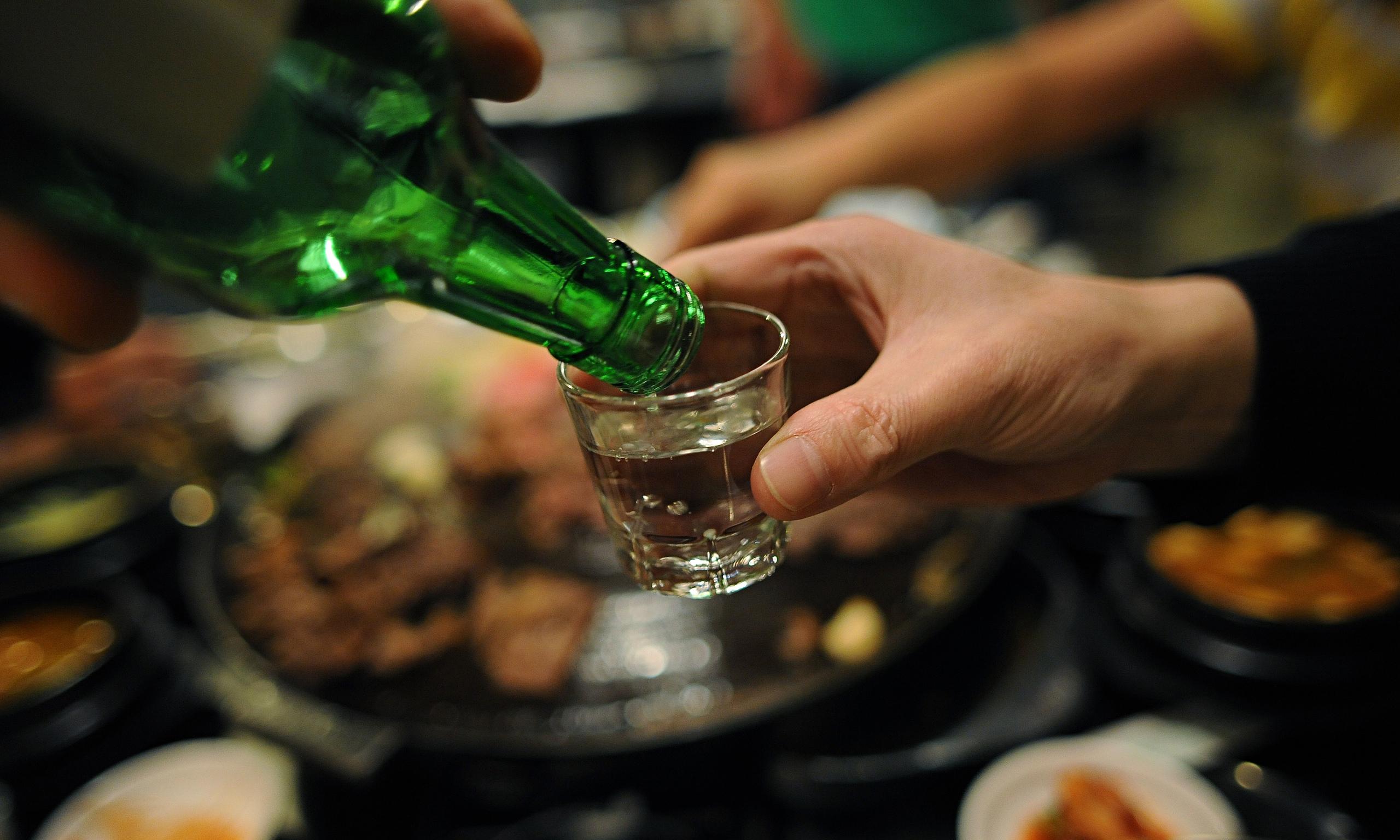 Cần lưu ý không nên cho người say rượu, ngộ độc rượu uống thuốc có tác dụng bổ gan