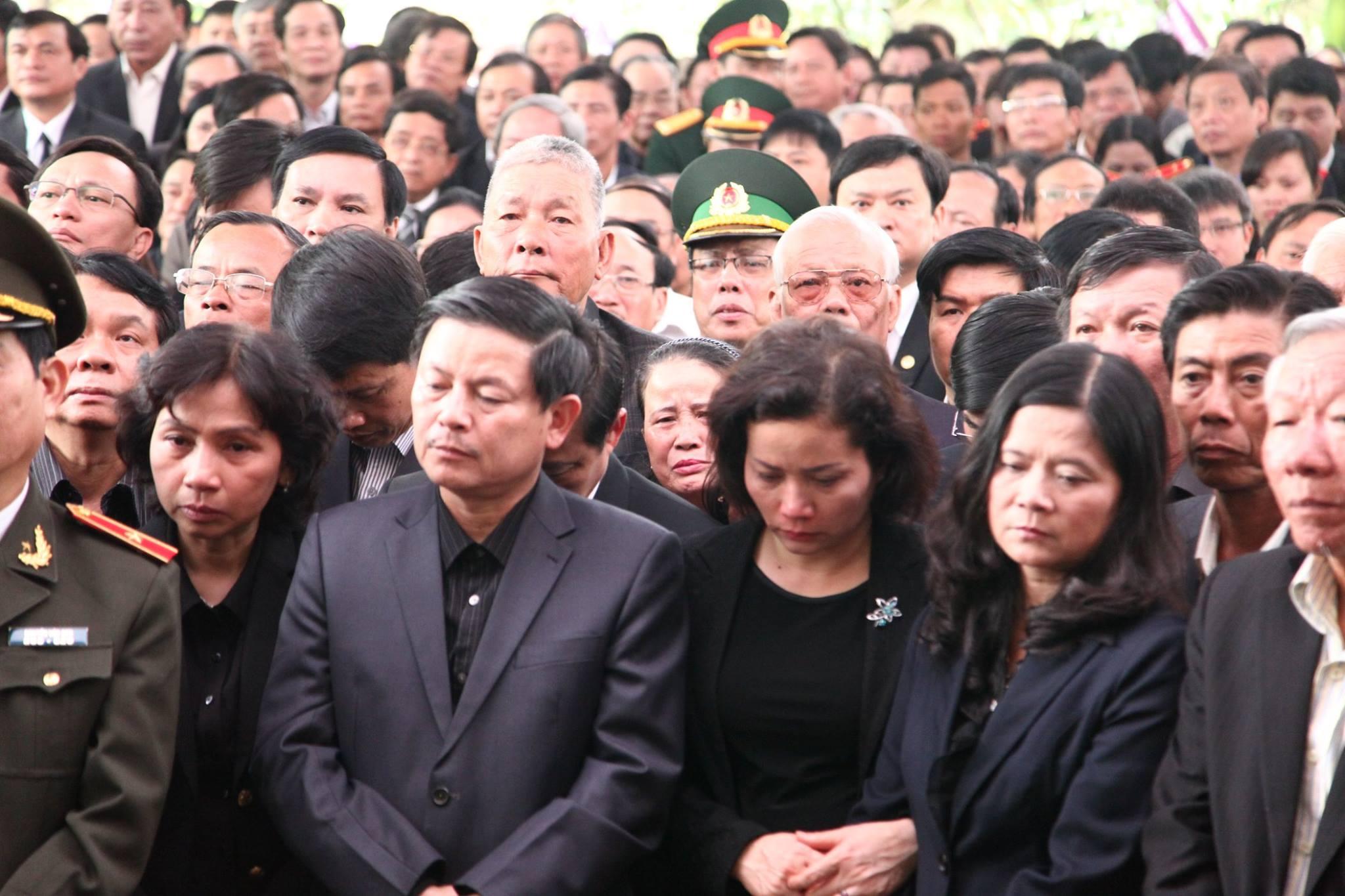 Dòng người nối dài trong lễ truy điệu ông Nguyễn Bá Thanh